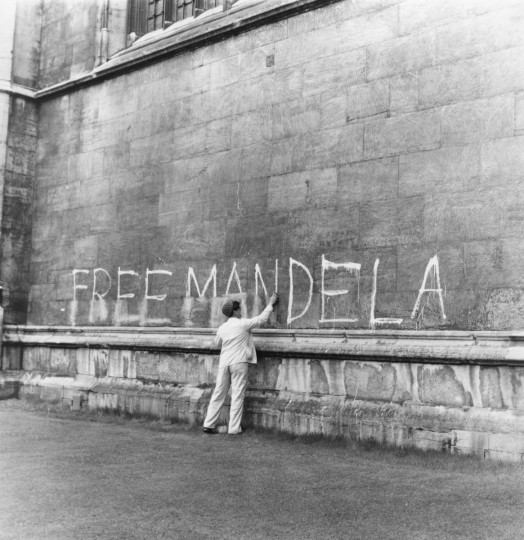A man washing a 'Free Mandela' slogan off the side of King's College Chapel, Cambridge. (Peter Dunne/Getty Images)