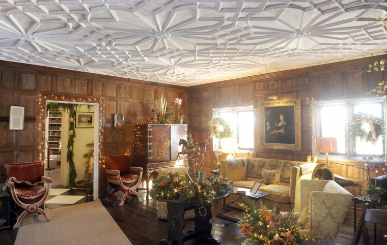 "The Elizabethan Room was decorated by Jeanne Graham of Blue Sage, for the ""Christmas Through the Ages"" tour. (Barbara Haddock Taylor/Baltimore Sun)"