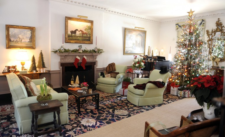 The drawing room, decorated by Mason's Crew, which is decorated in the style of the 1940s. (Barbara Haddock Taylor/Baltimore Sun)