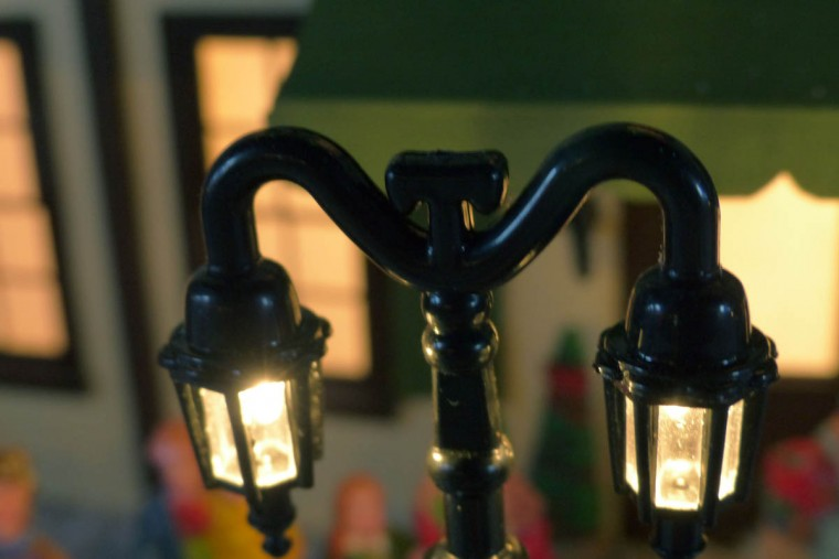 A lamp post at the holiday resort of Beaverton Cliffs. (Karl Merton Ferron/Baltimore Sun Staff)