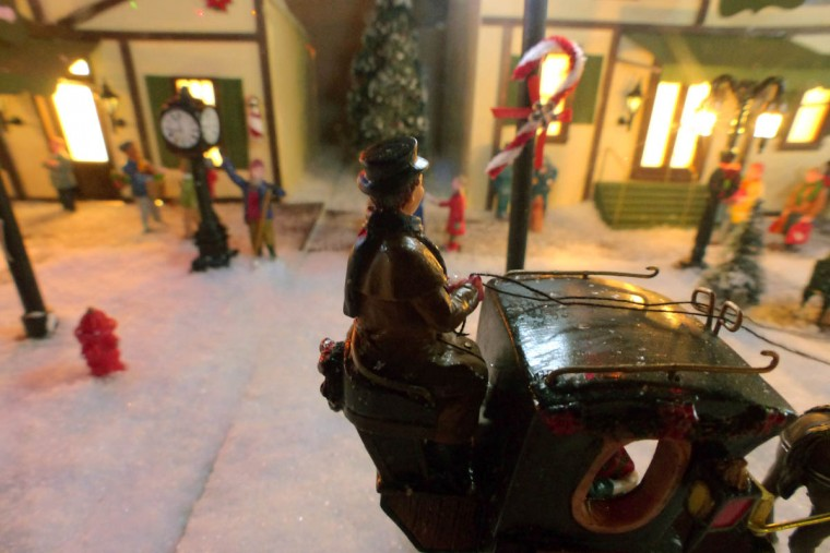 A horse-drawn carriage at the holiday resort of Beaverton Cliffs. (Karl Merton Ferron/Baltimore Sun Staff)