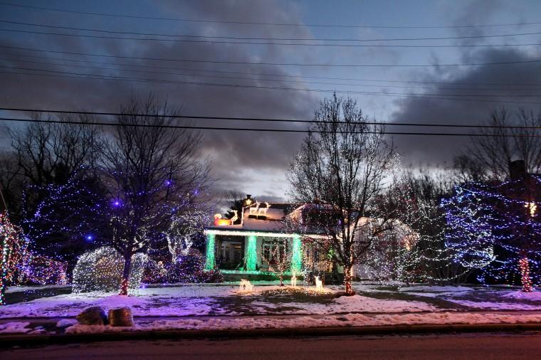 Bill and Bonnie Ariano holiday light display. (Jen Rynda/BMSG)