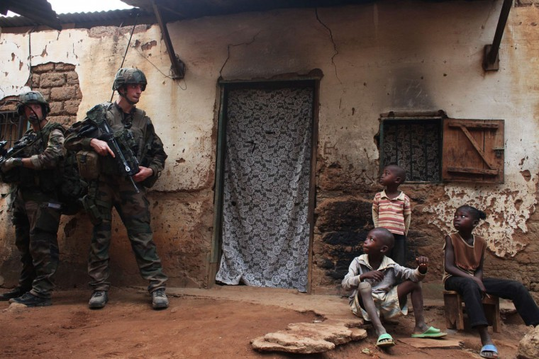 French soldiers conduct a daytime patrol in a neighbourhood in Bangui, where shooting continued overnight in the capital, December 26, 2013. (REUTERS/Andreea Campeanu)