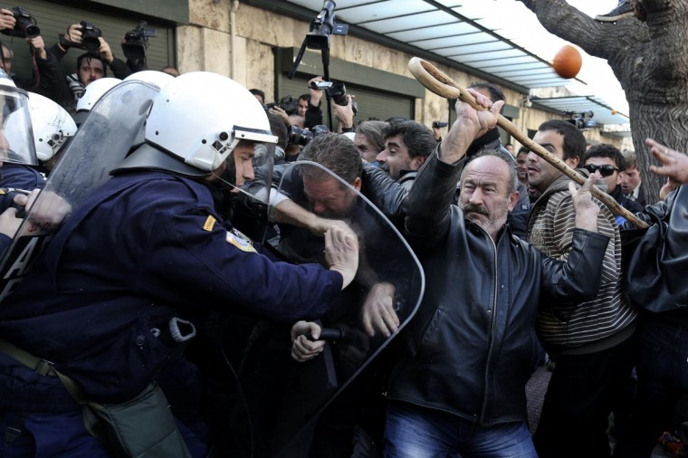 Farmers argue with policemen during a rally against the government's new property tax outside the parliament in Athens December 20, 2013. (REUTERS/John Kolesidis)