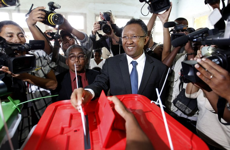 Madagascar's presidential candidate Hery Rajaonarimampianina (C) casts his ballot at a polling centre in Tsimbazaza area of the capital Antananarivo December 20, 2013. Madagascar stages a run-off presidential election on Friday, but old rifts may persist, extending a crisis begun by a coup five years ago that deterred investors and donors of aid to one of Africa's poorest nations. (REUTERS/Thomas Mukoya)