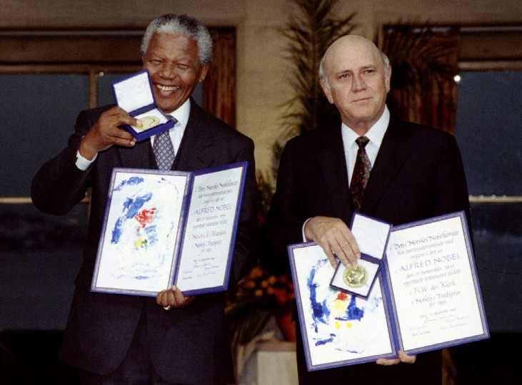 South African President F.W. de Klerk (R) and African National Congress leader Nelson Mandela (L) hold up medals and certificates after they were jointly awarded the 1993 Nobel Peace Prize at a ceremony in Oslo's city hall in this December 10, 1993 file photo. Mandela has passed away on December 5, 2013 at the age of 95. (Reuters files)