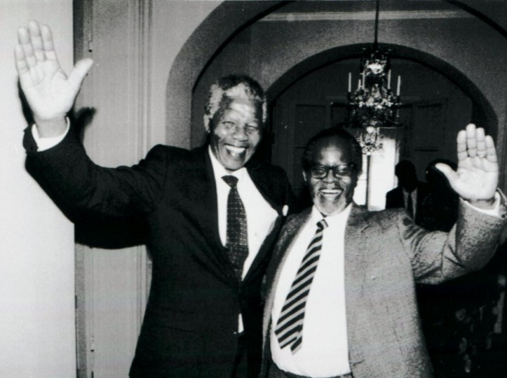 African National Congress leaders Nelson Mandela (L) and Oliver Tambo meet for the first time after 28 years in Stockholm, in this March 12, 1990 file photo. Mandela has passed away on December 5, 2013 at the age of 95. (Anders Holmstroem/REUTERS files)