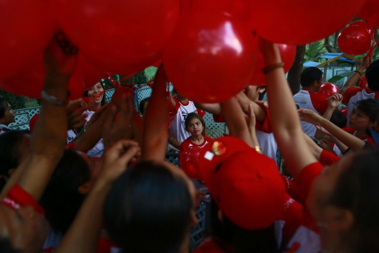 People take balloons before a march ahead of World AIDS Day 2013 at Kandawgyi garden in Yangon, Myanmar on November 30, 2013. About one thousand people, including HIV/AIDS patients, attended the event. World AIDS day is observed December 1, 2013. (Soe Zeya Tun/Reuters)