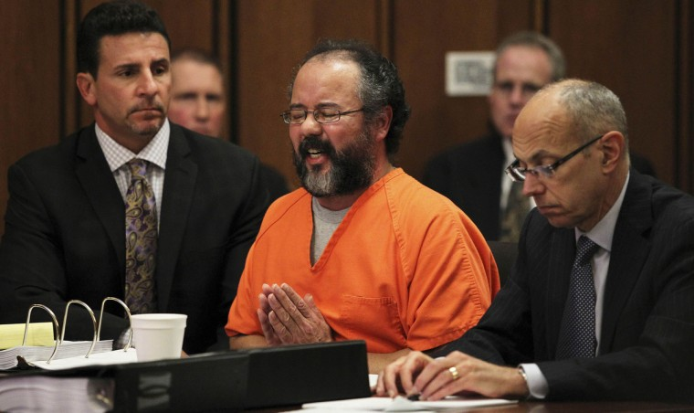 Ariel Castro (C), 53, breaks down while talking about the child that he fathered with Amada Berry as he addresses the court while seated between attorneys Craig Weintraub (L) and Jaye Schlachet in the courtroom in Cleveland, Ohio August 1, 2013. (Aaron Josefczyk/Reuters)