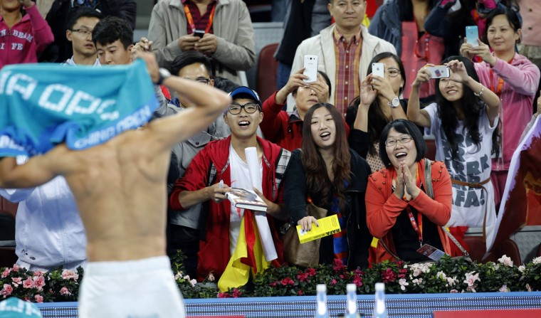 Fans watch Spain's Rafael Nadal change his shirt after he defeated Philipp Kohlschreiber of Germany in their match at the China Open tennis tournament in Beijing October 2, 2013. (Kim Kyung-Hoon/Reuters)