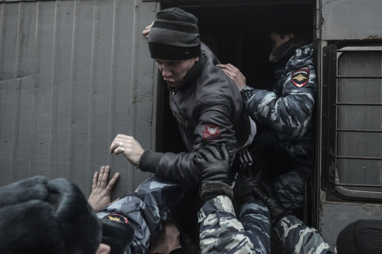 Russian police detain a participant in a rally against acts of terrorism in Volgograd on December 30, 2013. (REUTERS / Sergei Karpov)
