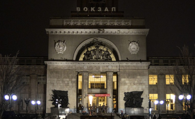 The main entrance of the train station where a bomber detonated explosives is pictured in Volgograd on December 29, 2013. A female suicide bomber blew herself up in the entrance hall of a Russian train station on Sunday, killing at least 14 people in the second deadly attack within three days as the country prepares to host the Winter Olympics. (REUTERS / Sergei Karpov)