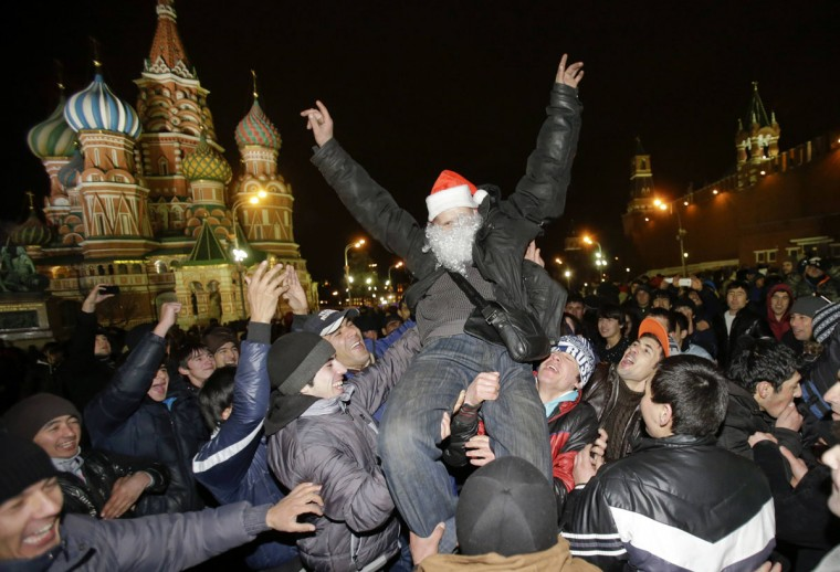 Revellers enjoy the countdown to New Year celebrations in Moscow's Red Square December 31, 2013. (REUTERS/Tatyana Makeyeva)