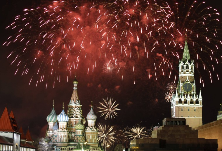 Fireworks explode in the sky during New Year celebrations in Moscow's Red Square January 1, 2014. (REUTERS/Tatyana Makeyeva)