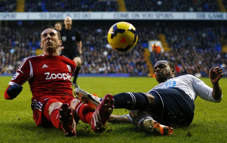 Tottenham Hotspur's Danny Rose (R) challenges West Bromwich Albion's Morgan Amalfitano during their English Premier League soccer match at White Hart Lane in London, December 26, 2013. (REUTERS/Darren Staples)