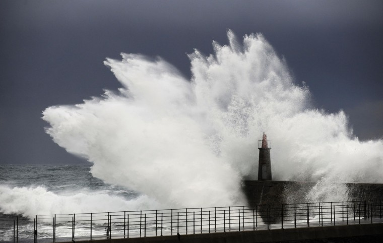 Huge waves crash onto Viavelez's seafront in the northern Spanish region of Asturias December 19, 2013. (REUTERS/Eloy Alonso)