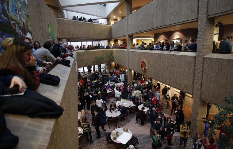 People line up to get marriage licenses at the Salt Lake County Government Building in Salt Lake City, December 23, 2013. (Jim Urquhart/Reuters)