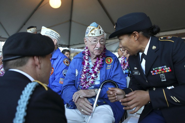 Pearl Harbor survivor Sam Clower talks with U.S. Army Sargeant Winney Clower (R) and U.S. Army Specialist Kevin Stevens during the 72nd anniversary of the attack on Pearl Harbor at the WW II Valor in the Pacific National Monument in Honolulu, Hawaii on December 7, 2013. (REUTERS/Hugh Gentry)