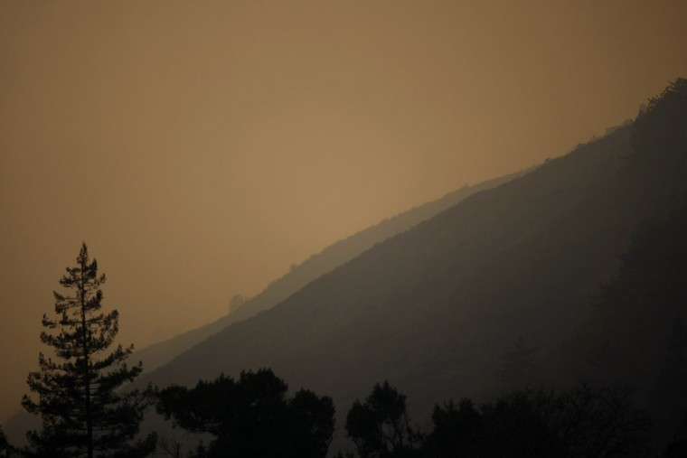 Thick smoke from wildfires hangs over Big Sur, California, December 16, 2013. According to local media, a wildfire in Monterey County grew to more than 500 acres on Monday and some 300 firefighters were deployed to battle the blaze in the Big Sur area. (REUTERS/Michael Fiala)