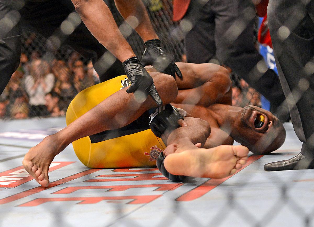 Ufc Leg Kick Break Corey 71