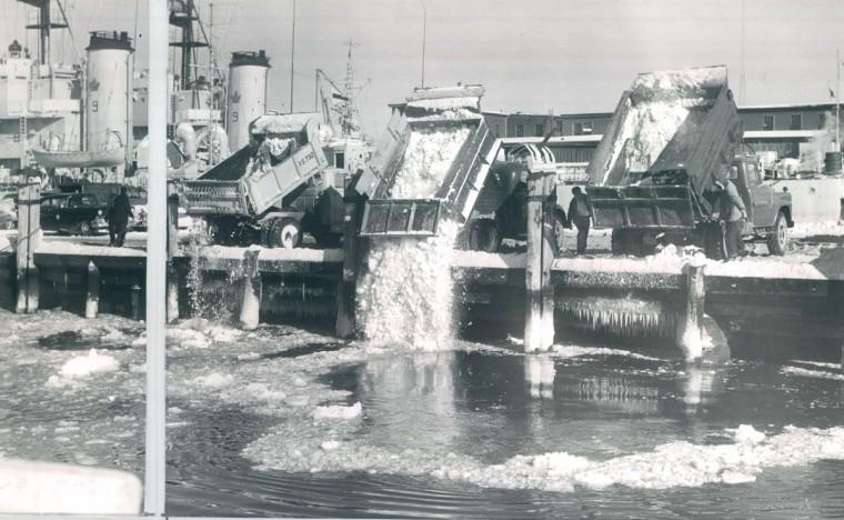 Trucks dump snow at Pier 4 on Pratt Street after December 1960 snow. (Baltimore Sun file)