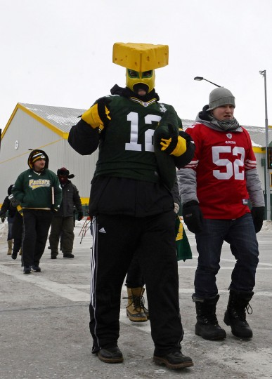 Fans walk to the stadium prior to the 2013 NFC wild card playoff football game between the San Francisco 49ers and the Green Bay Packers at Lambeau Field. (Mike DiNovo/USA Today Sports)