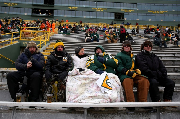 Fans bundle up before the NFC Wild Card Playoff game between the San Francisco 49ers and the Green Bay Packers at Lambeau Field on January 5, 2014 in Green Bay, Wisconsin. (Photo by Jonathan Daniel/Getty Images)