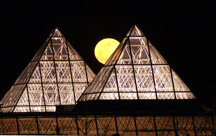 Photo from April 5, 2004. Moon rise over the Columbia Mall.