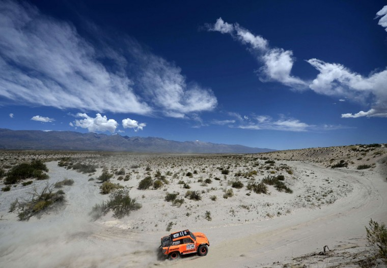 Hummer driver Robby Gordon and co-driver Kellon Walch compete during the Stage 5 of the Dakar 2014 between Chilecito and Tucuman, Argentina, on January 09, 2014. (Franck Fife/AFP/Getty Images)