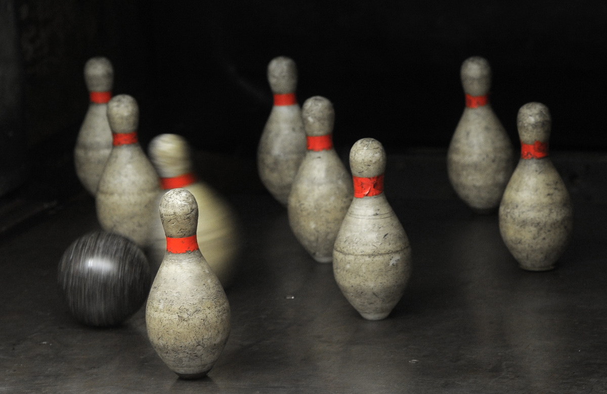 Duckpin bowling machine