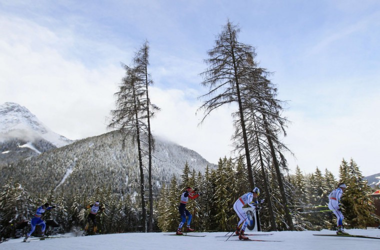 Athletes compete during the ladies' FIS World Cup cross-country skiing 15km free pursuit race in Dobbiaco January 3, 2014. (REUTERS/Alessandro Garofalo)
