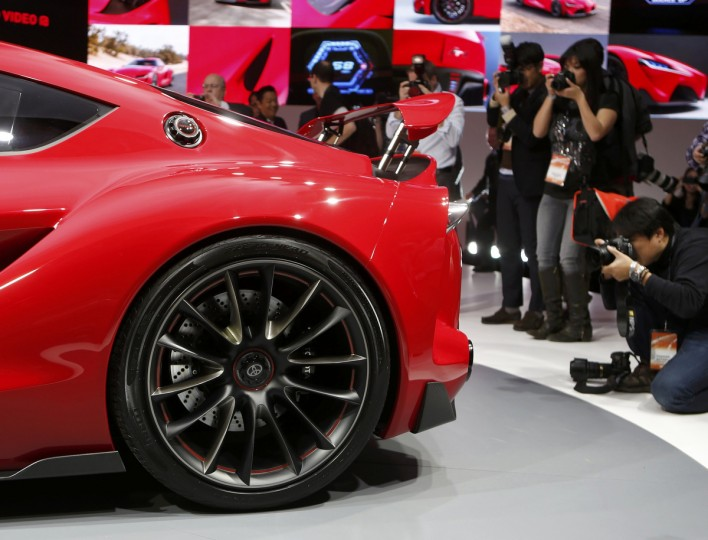 Members of the media surround the Toyota FT-1 concept car as it is unveiled on stage during the press preview day of the North American International Auto Show in Detroit, Michigan January 13, 2014. (Rebecca Cook/Reuters photo)