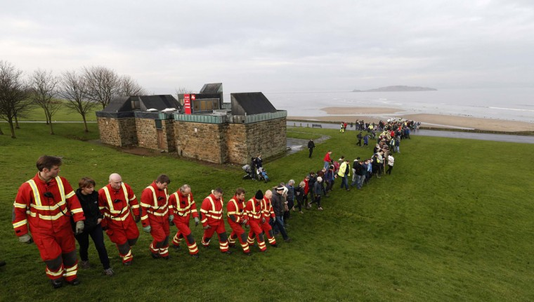 Members of the public and professional services take part in the search for missing 3-year-old Mikaeel Kular in the Silver Knowes area of Edinburgh, Scotland, January 17, 2014. The boy was last seen on Wednesday night when he was put to bed in his home in Edinburgh. REUTERS/Russell Cheyne