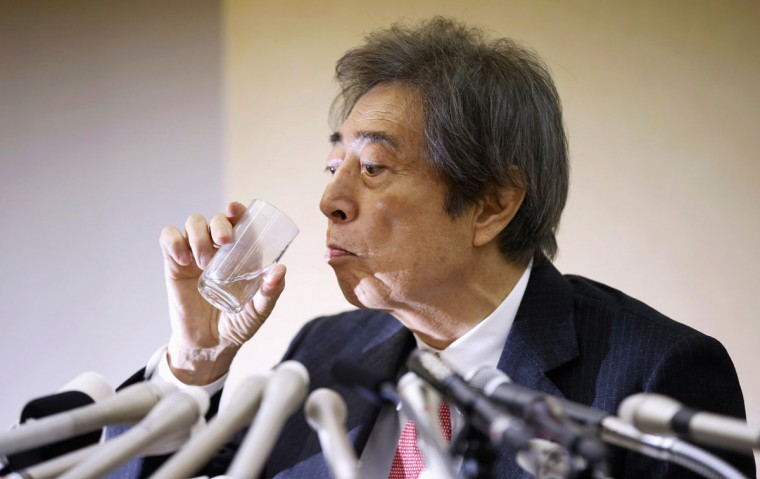 Japan's former Prime Minister Morihiro Hosokawa drinks water as he officially announces his bid to run for Tokyo governor during a news conference at the Tokyo Metropolitan Government Office in Tokyo January 22, 2014. (REUTERS/Toru Hanai)