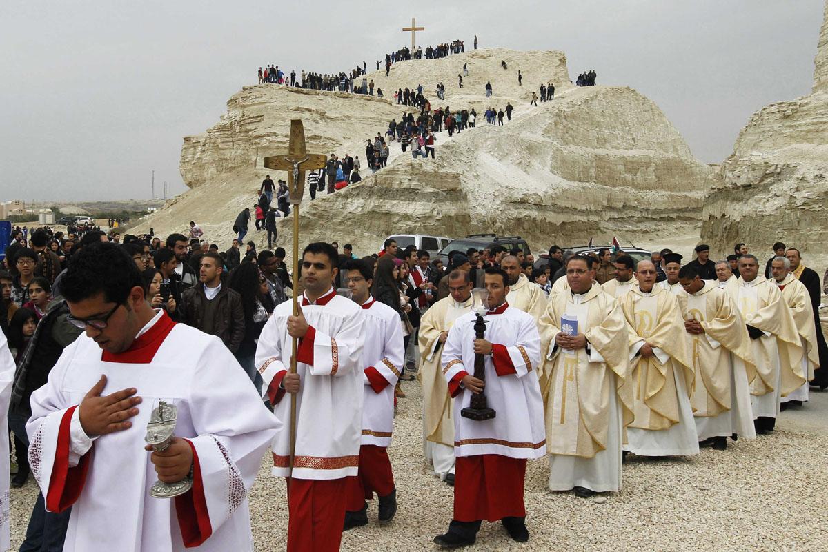 Catholic pilgrims attend mass at the baptism site on ...