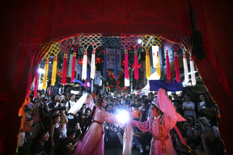 People watch a Chinese street opera performance, organized as part of festivities in celebration of the upcoming Lunar New Year, in Kuala Lumpur January 4, 2014. (REUTERS/Samsul Said)