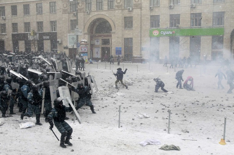 Pro-European protesters clash with riot policemen in Kiev January 22, 2014. The European Union threatened on Wednesday to take action against Ukraine over its handling of anti-government protests after three people died during violent clashes in Kiev. (REUTERS/Gleb Garanich)