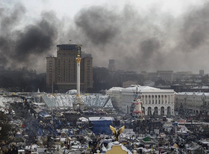 Smoke rises above Independence Square where anti-government protesters are rallying in central Kiev January 25, 2014. Ukrainian President Viktor Yanukovich, in what appeared to be an offer of concessions to the opposition amid violent protests against his rule, pledged on Friday to reshuffle the government next week and to amend sweeping anti-protest laws. (REUTERS/Gleb Garanich)
