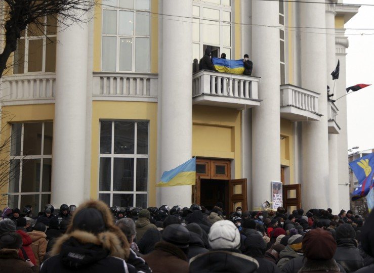 Anti-government protesters hold flags on the balconies of the regional administration headquarters as they attempt to take over during a rally in the town of Vinnytsia, some 200 km (124 miles) southwest of Kiev January 25, 2014. Ukrainian President Viktor Yanukovich, in what appeared to be an offer of concessions to the opposition amid violent protests against his rule, pledged on Friday to reshuffle the government next week and to amend sweeping anti-protest laws. Thousands stormed regional administration headquarters in Lviv, Ternopil, Ivano-Frankivsk and Khmelnytsky in western and central Ukraine, as well as parts of the northeast, the Party of the Regions said. (REUTERS/Stringer)