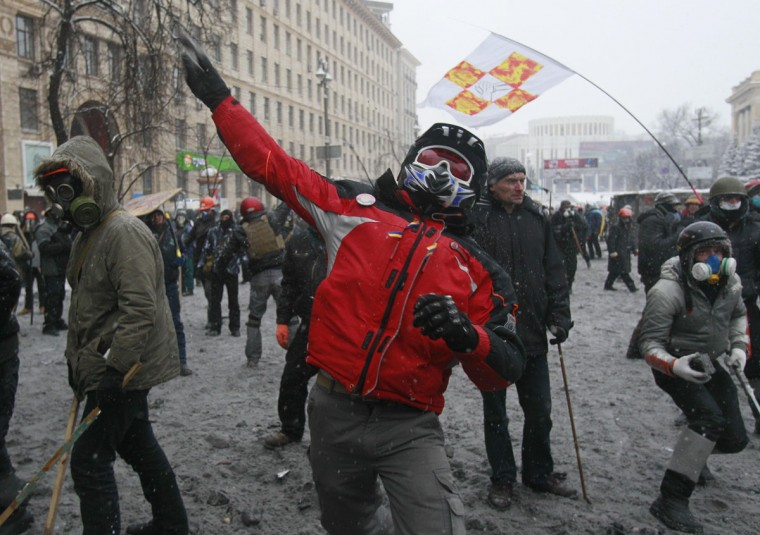 Pro-European protesters throw stones during clashes with riot police in Kiev January 22, 2014. New clashes broke out on Wednesday between Ukrainian police and protesters demanding the resignation of President Viktor Yanukovich and two demonstrator were reported to have been killed. (REUTERS/Gleb Garanich)