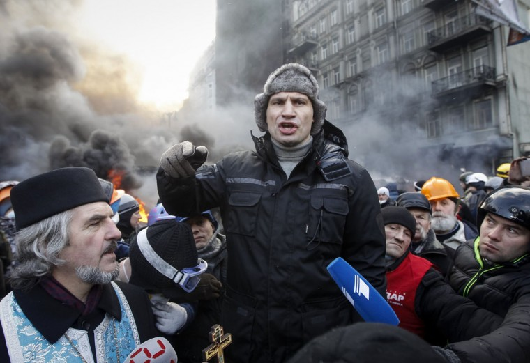 Opposition leader Vitaly Klitschko (C) talks with pro-European integration protesters at the site of clashes with riot police in Kiev January 23, 2014. Ukrainian opposition leaders emerged from crisis talks with President Viktor Yanukovich on Wednesday saying he had failed to give concrete answers to their demands, and told their supporters on the streets to prepare for a police offensive. (REUTERS/Vasily Fedosenko)