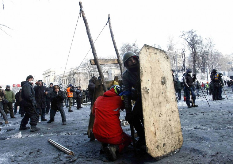 Pro-European integration protesters shoot using a big slingshot towards riot police in Kiev January 23, 2014. Ukrainian opposition leaders emerged from crisis talks with President Viktor Yanukovich on Wednesday saying he had failed to give concrete answers to their demands, and told their supporters on the streets to prepare for a police offensive. (REUTERS/David Mdzinarishvili)