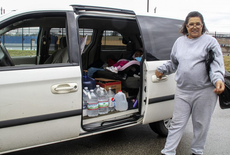 Desaree Rush of Charleston loads up her van with water containers after making a water pick up for the elderly residents in her neighborhood in Charleston, West Virginia, January 11, 2014. Up to 300,000 West Virginia residents were told not to drink tap water January 10, 2014 after a chemical spill called its safety into question, and health officials said water in the affected area should only be used for flushing toilets and fighting fires. (REUTERS/Lisa Hechesky)