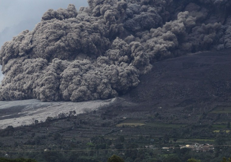 Mount Sinabung volcano spews ash during an eruption, as seen from Berastepu village in Karo district, Indonesia's North Sumatra province, January 10, 2014. (REUTERS/Beawiharta)