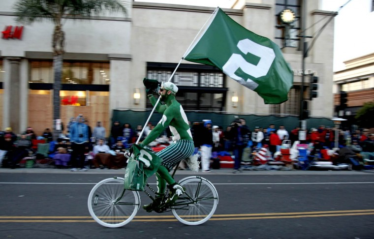 A Michigan State fan entertains the crowd before the start of the 125th Rose Parade. (Rick Loomis/Los Angeles Times)