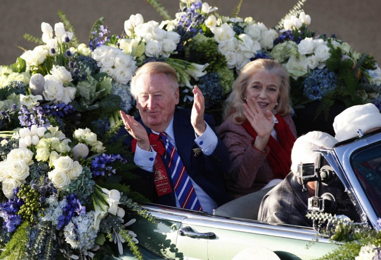 Hall of Fame broadcaster and Rose Parade grand marshall Vin Scully waves to the fans. (Allen J. Schaben/Los Angeles Times)