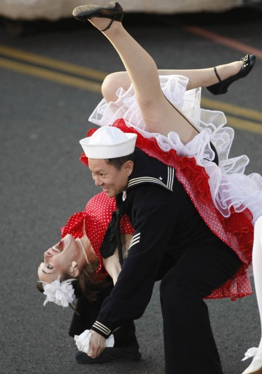 Dancers perform in the 125th Rose Parade. (Allen J. Schaben/Los Angeles Times)