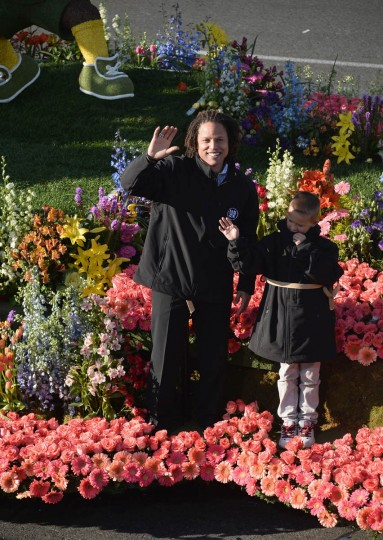 Former soccer player Cobi Jones, left, attends the 125th Tournament of Roses Parade Presented by Honda. (Alberto E. Rodriguez/Getty Images)
