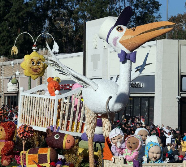 The Lathrop K. Leishman Trophy float on the parade route. (Frederick M. Brown/Getty Images)