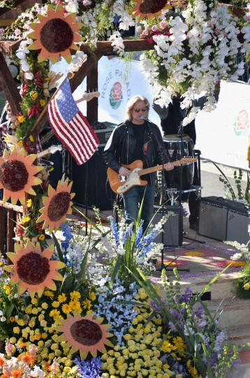 Singer Daryl Hall performs on the RFD-TV float at the 125th Tournament of Roses Parade Presented by Honda. (Alberto E. Rodriguez/Getty Images)